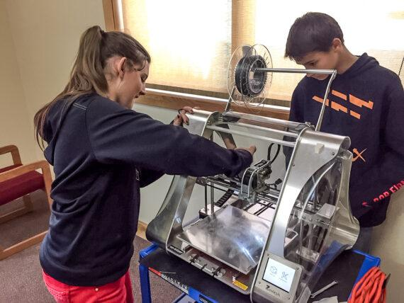 Kids at Salmon Public Library with Zmorph VX.