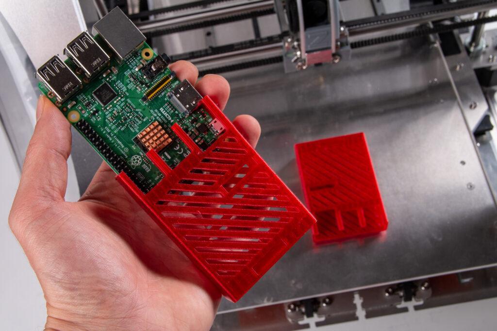Red transparent PET-G filament and ZMorph VX Multitool 3D Printer